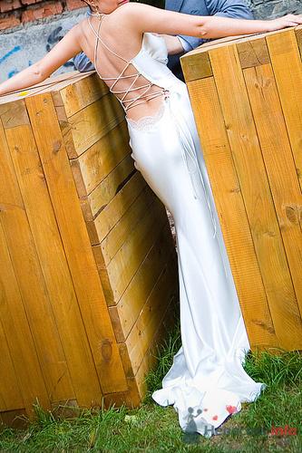 Платья с открытой спиной 2011 - одно из самых модных направлений.
