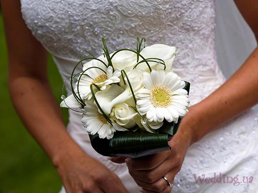 Свадебный букет из ромашек- всё о свадебной флористике от экспертов Всеукраинского свадебного портала Wedding