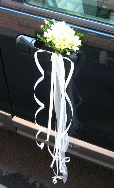 Свадебное украшение на ручках машины своими руками