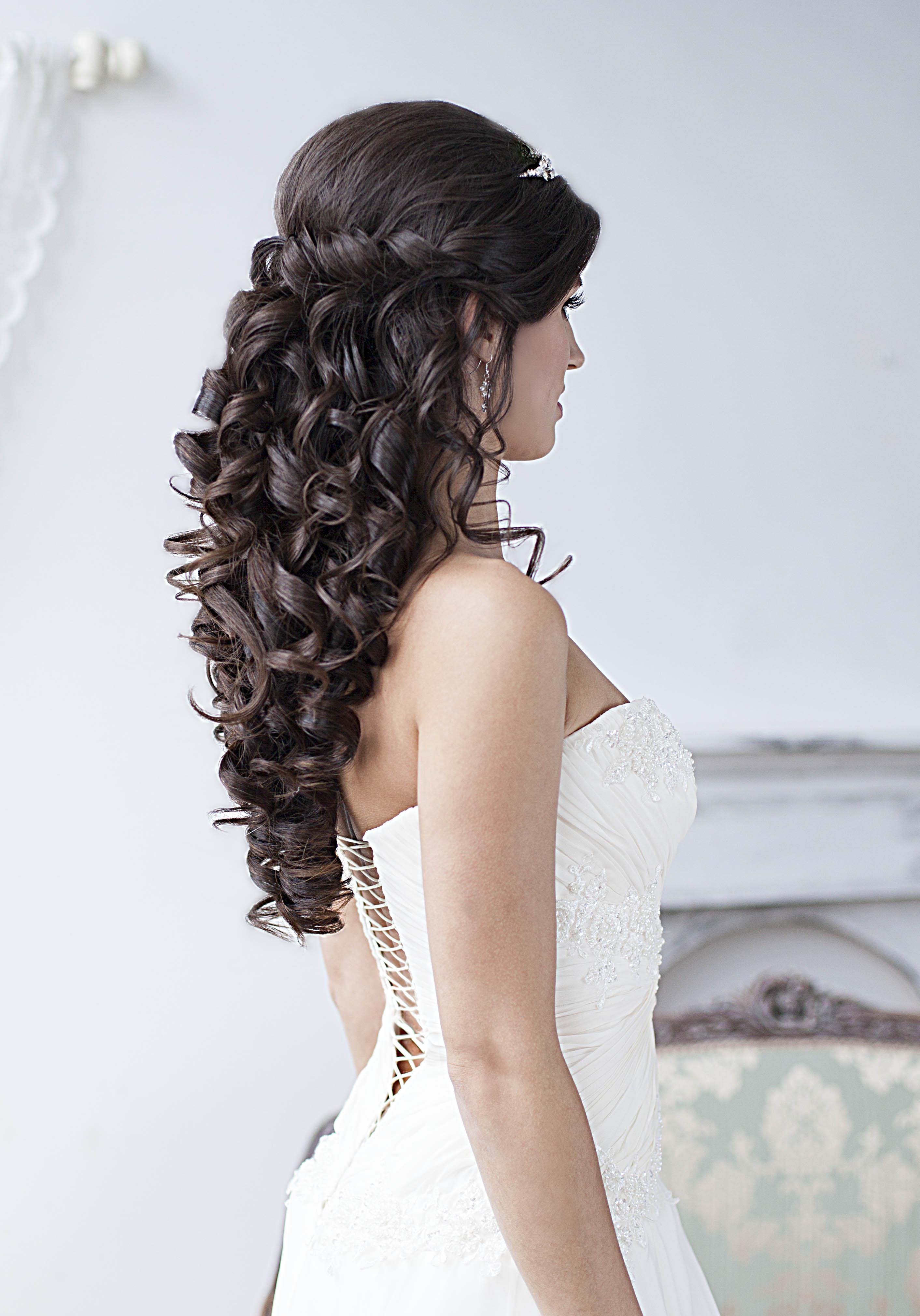Свадебная прическа на длинные волосы кудри на бок