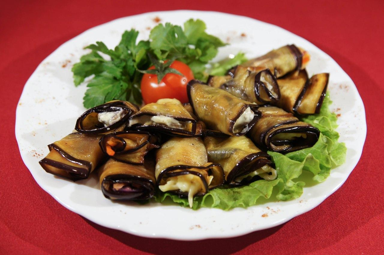 Баклажаны рулетики рецепты с орехами и сыром рецепт фото пошагово