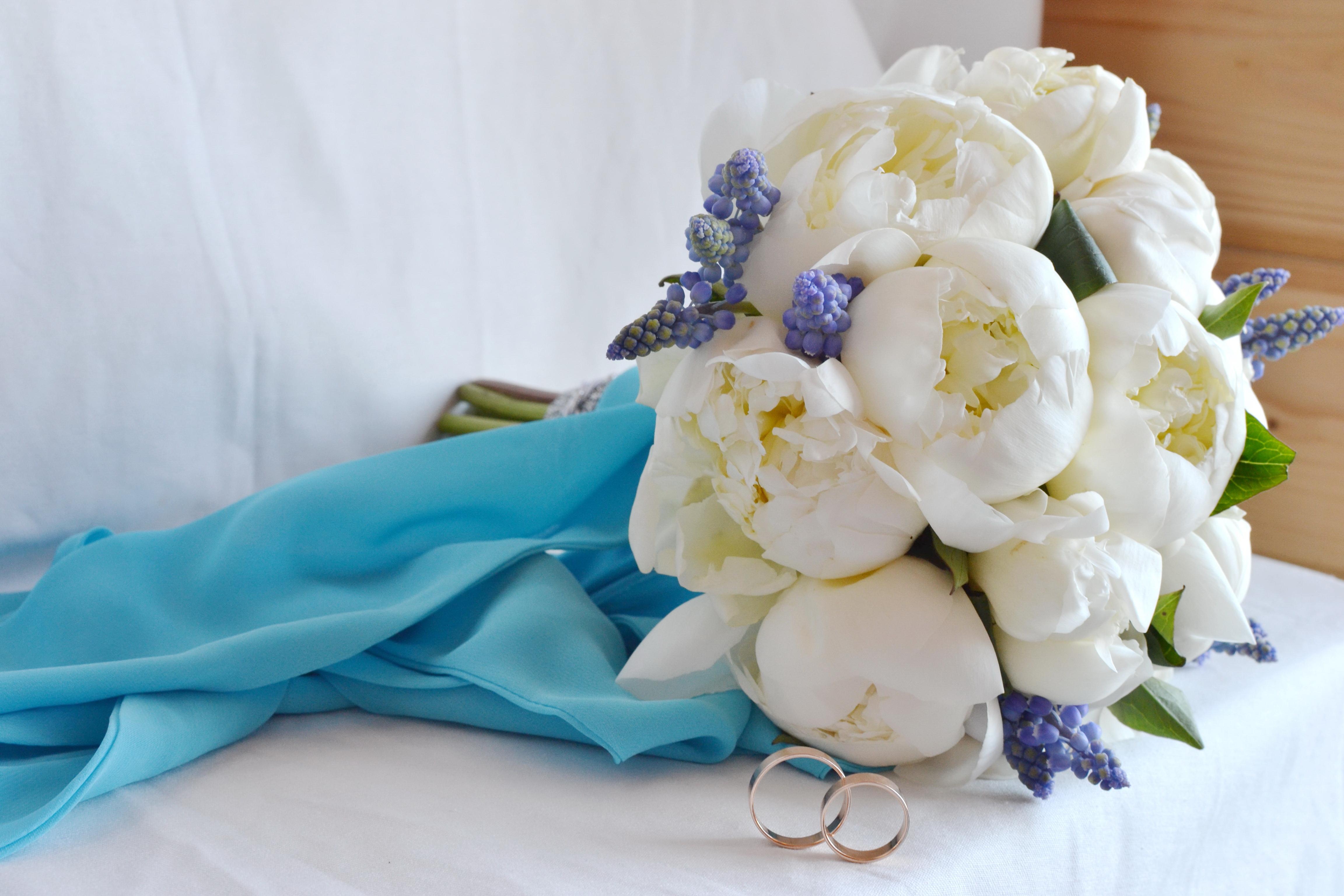Свадебный букет бело голубой