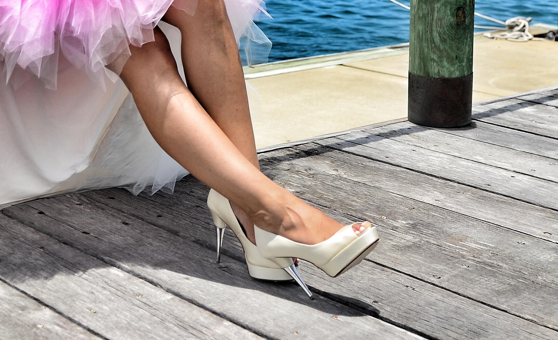 Фото невест нога на ногу, Снова невесты. Ножки (42 фото) » Триникси 12 фотография