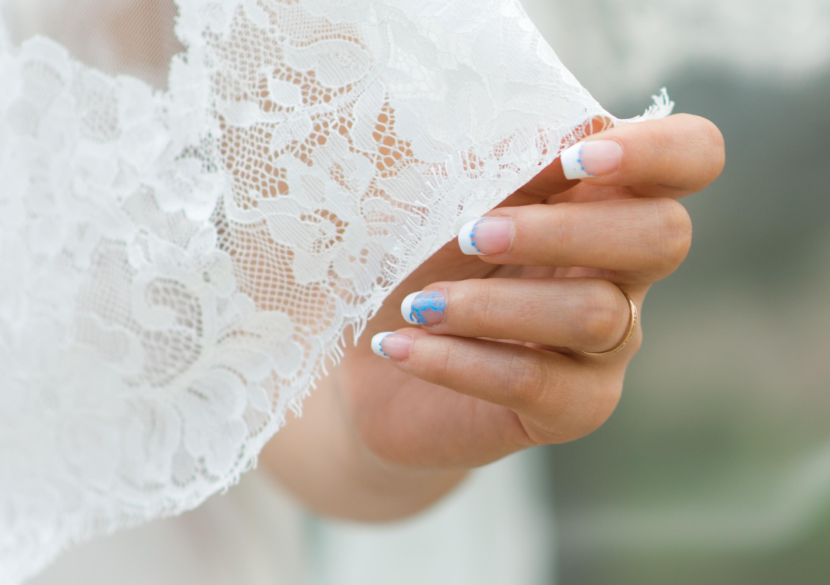 Маникюр для невесты в синих тонах