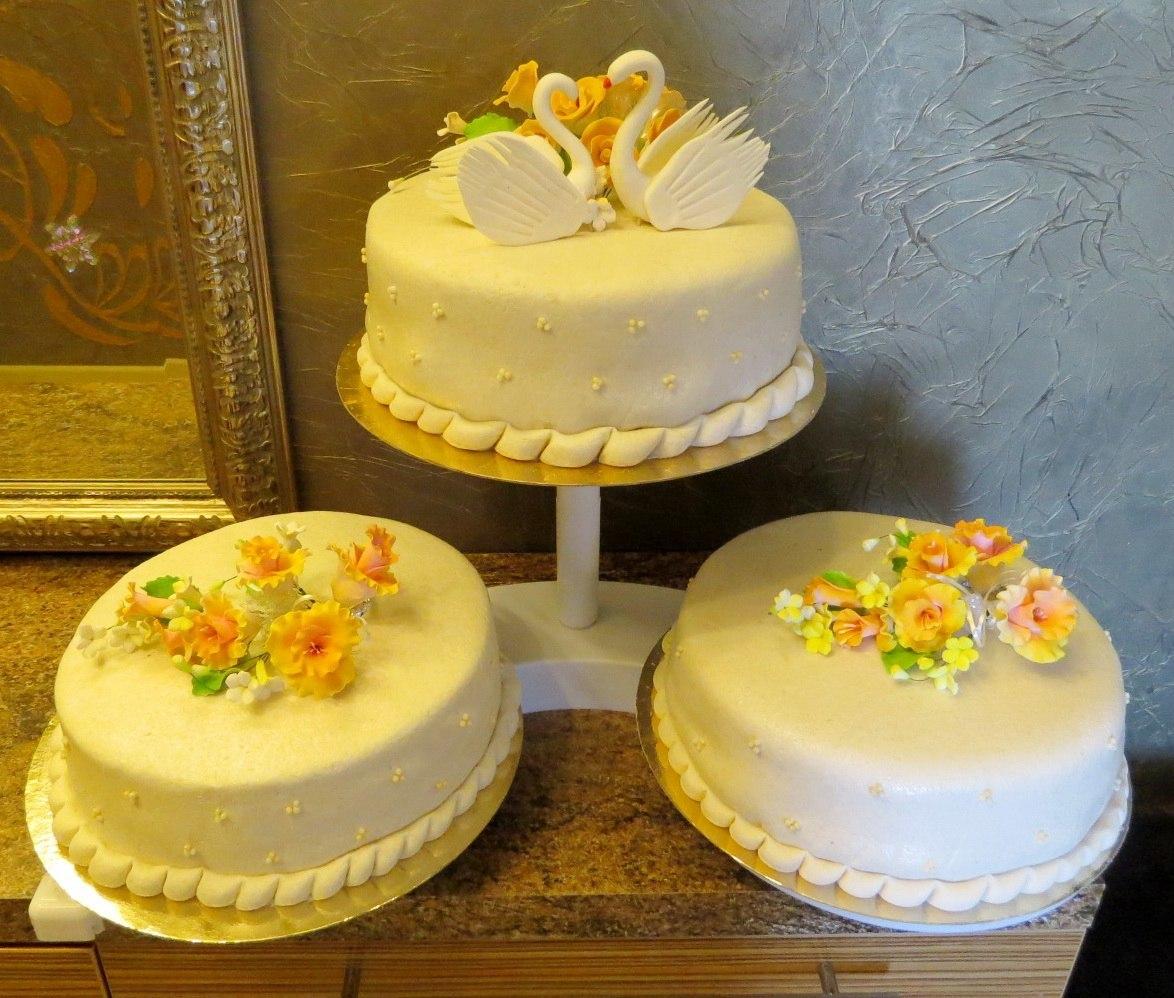 Как сделать украшения для торта из марципана