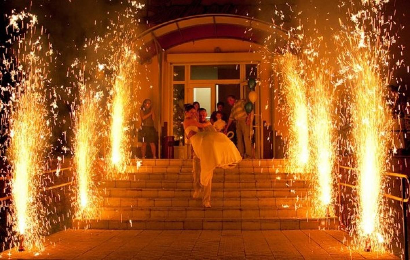 Фейерверки фонтаны на свадьбу фото