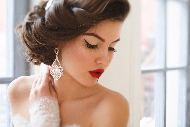 Красивая свадебная прическа и макияж