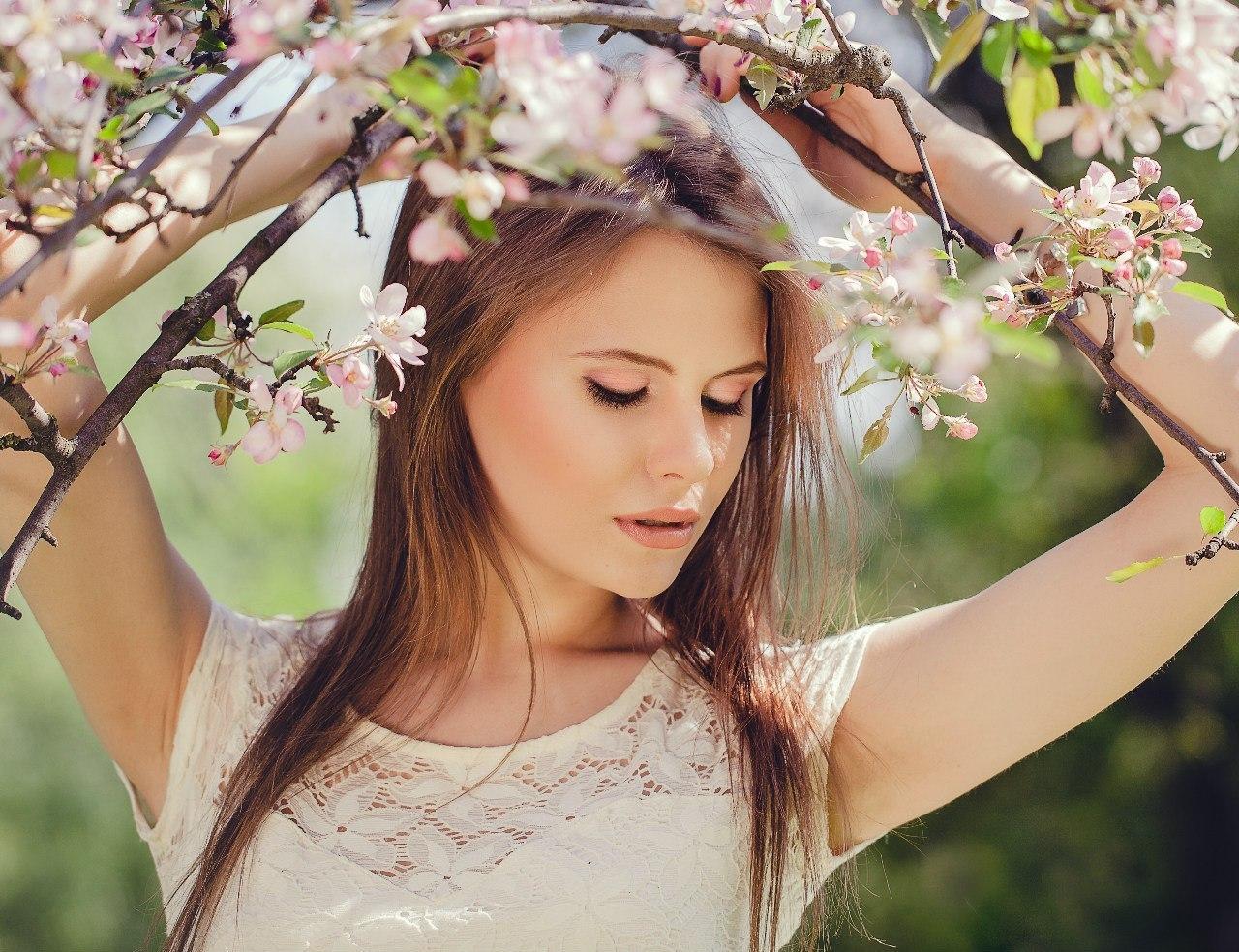 Фото девушек весной на природе идеи