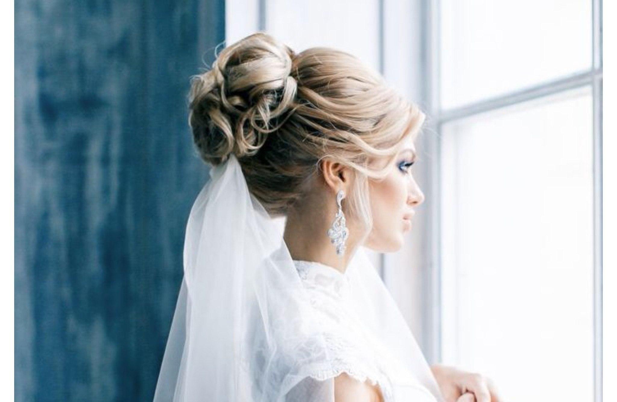 Свадебные прически на волосы средней длины с фатой 2018 фото