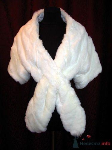 Белое меховое болеро для невесты.