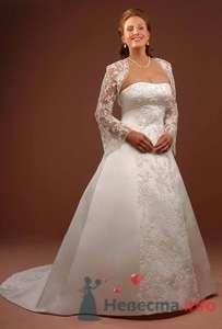 Свадебное пышное платье для полных невест с кружевным болеро и широкой вертикальной полосой спереди. - фото 160 Невеста01
