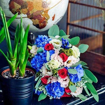 Яркий букет невесты с гортензией