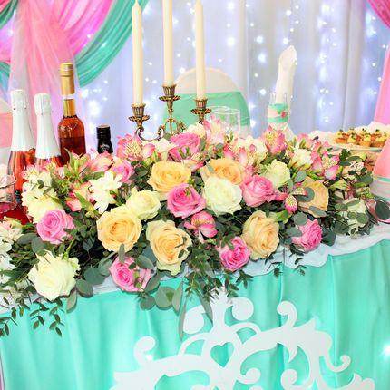 Цветочные композиции из живых цветов на стол молодоженов