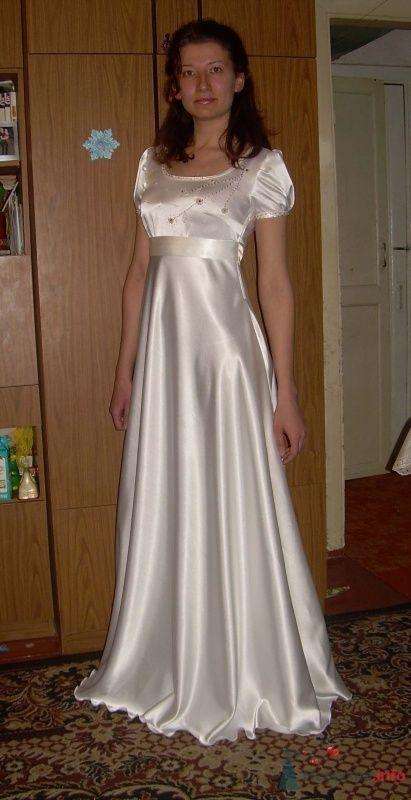 Платье в стиле ампир с ручной вышивкой