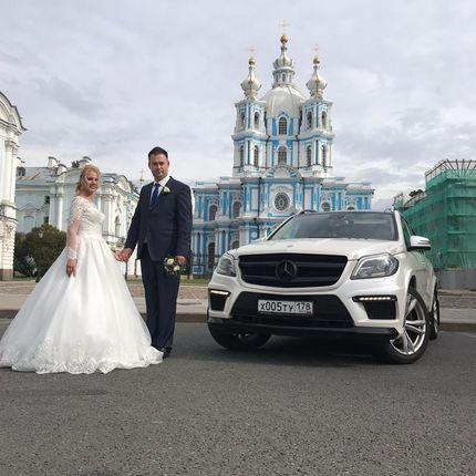Mercedes -Benz GL в аренду, цена за 1 час