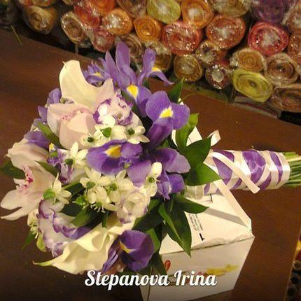 Каллы и ирисы в экзотичном букете невесты