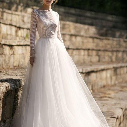 Закрытое платье с пышной юбкой