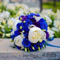 Васильки в свадебном букете
