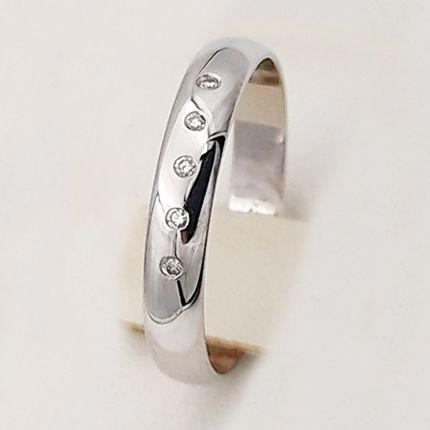 Обручальное кольцо классическое с 5 бриллиантами