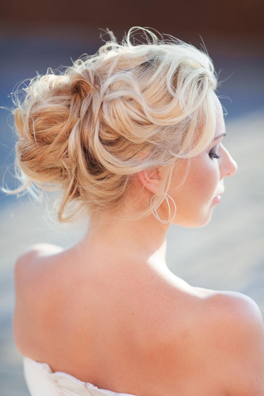 Причёски пучок из локонов