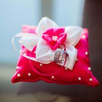Розовая подушечка для колец с цветком