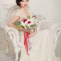 красный букет невесты Хризантема, Дисентра, Калла - красные цветы,ссвадьба в стиле Бохо