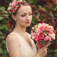Сочный букет из роз и ягод рубуса (ежевика)