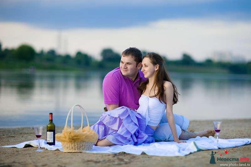 Фотосессия предсвадебной  лавстори у озера, он и она в сиреневых и фиолетовых тонах - фото 115344 Свадебные фотоистории от Андрея Егорова