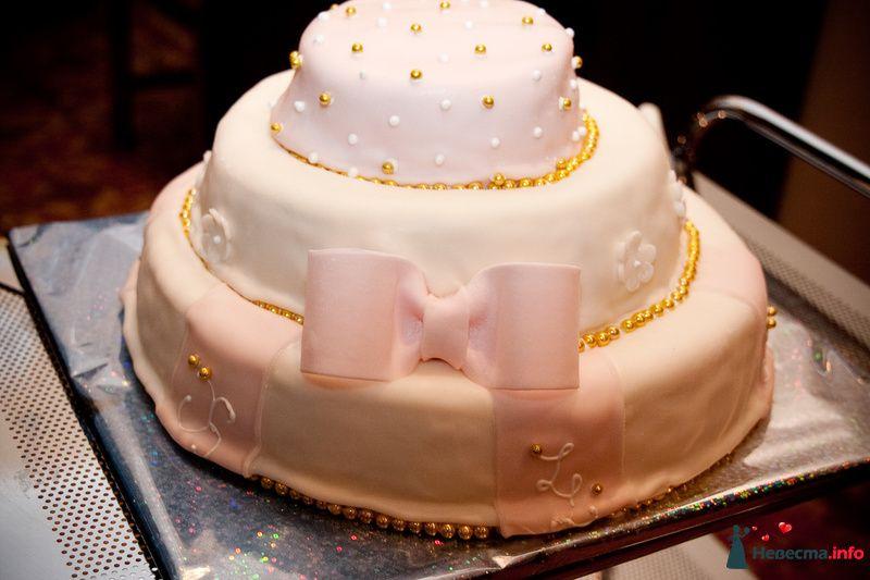 Трехъярусный свадебный торт, украшенный розовой мастикой и съедобным жемчугом  - фото 114977 Анечка-жена)))))))))