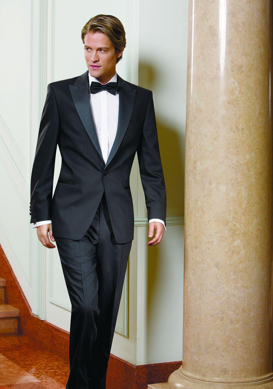 """Черный костюм жениха """"двойка"""" с серыми атласными лацканами с белой рубашкой и черной бабочкой - фото 622612 Салон свадебной и вечерней моды """"Barsonini"""""""