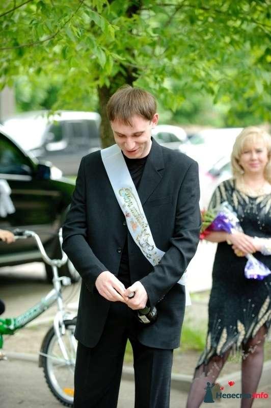 Свидетель открывает для меня шампанское - фото 127345 Wikiky