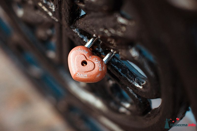 Замок в виде сердца, красного цвета для оформления фотосессии - фото 88963 Свадебный фотограф. Татьяна Гаранина