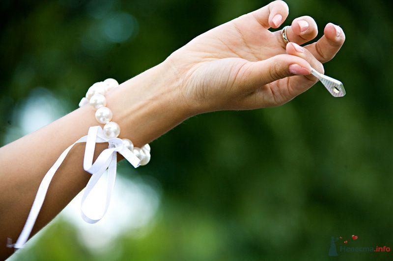 Браслет для невесты из белого жемчуга на белой тонкой атласной ленте  - фото 72201 Фотограф Станислав Порай