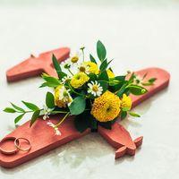 Подставка-самолётик для колец с живыми цветами