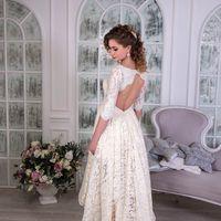 Свадебное платье КАСКАД  Восхитительное, короткое кружевное свадебное платье с юбкой, плавно перетекающей в шлейф, платье зрительно вытягивает фигуру, придавая элегантности и утонченности образу. Прекрасно сочетает в себе не сочетаемое: скромность с одной