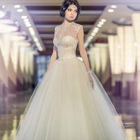 Assol. Цвет – белоснежный  или крем. Непышное  корсетное  платье, стрейч-сетка, фатин, атлас, кружево, ручная вышивка. Это платье для невест, которые стремятся к нежности и романтике.
