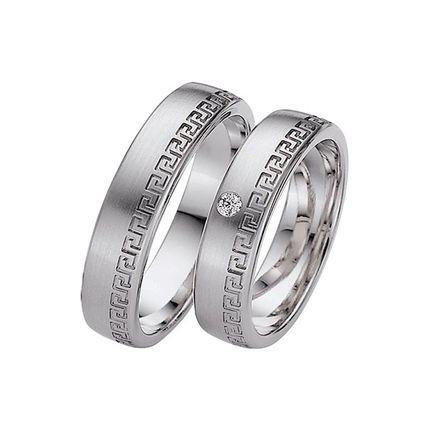 Матовые обручальные кольца с узором из белого золота