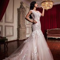 """Свадебное платье """"Мила""""  Фасон: рыбка Материал: кружево и сетка Шлейф: длинный, пристегивается (можно укоротить) Особенности: пуговки по спинке Цвет: пудра, айвори, белый"""
