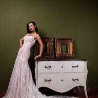 """Свадебное платье """"Габриэла""""  Фасон: рыбка Материал: кружево и сетка Шлейф: длинный, пристегивается (можно укоротить) Особенности: пуговки по спинке или шнуровка Цвет: пудра, айвори, белый"""