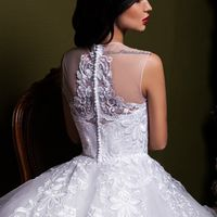 """Свадебное платье """"Артия""""  Фасон: пышное Материал: кружево, фатин Шлейф: длинный, пристегивается (можно укоротить) Особенности: пуговки по спинке Цвет: пудра, айвори, белый"""