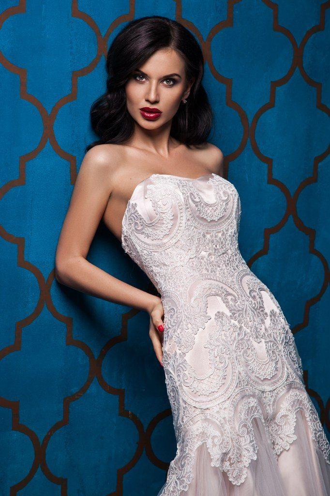 """Свадебное платье """"Арфея"""" Фасон: рыбка Материал: кружево, сетка Шлейф: длинный, пристегивается (можно укоротить) Особенности: пуговки по спинке или шнуровка Цвет: пудра, айвори, белый - фото 8325626 Свадебный салон """"Одри"""""""