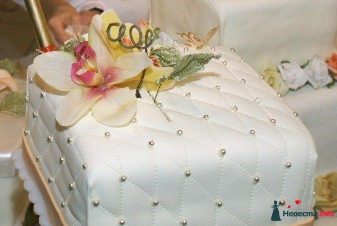 Такой торт мы хотели видеть на свадьбе, по этой фотграфии делали торт