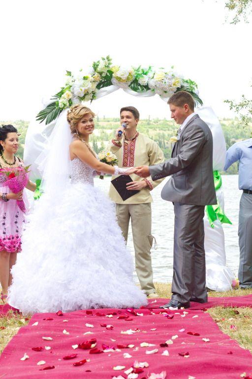 Выездная церемония на берегу реки - фото 762813 Ведущий Григорий Разумовский