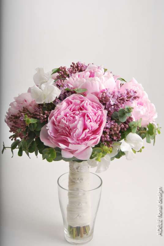 Букет невесты из розовых пионов, сирени и розовых роз - фото 780919 Adele floral design - оформление свадеб