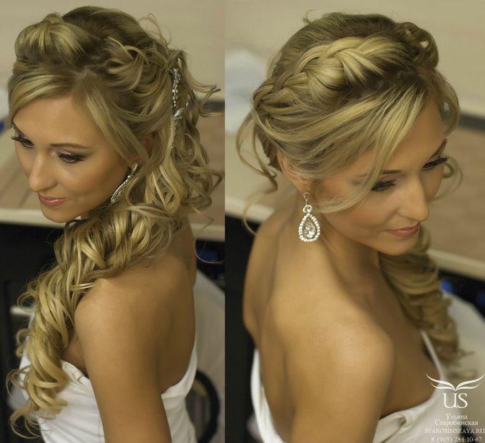 Прическа коса с кудрями на бок