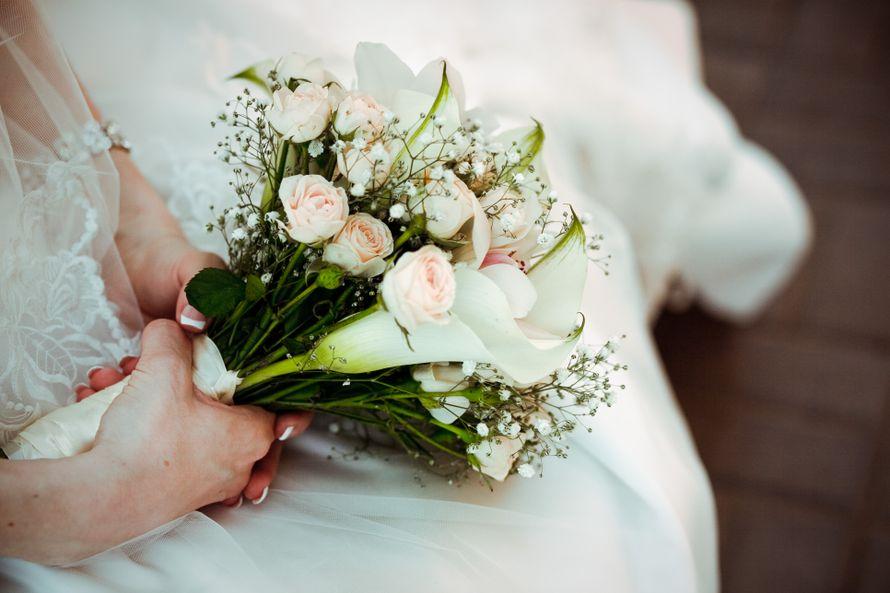 Цветы, букет невесты из гипсофила и розах