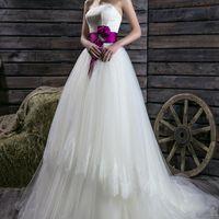 Стильное свадебное платье с акцентным поясом.