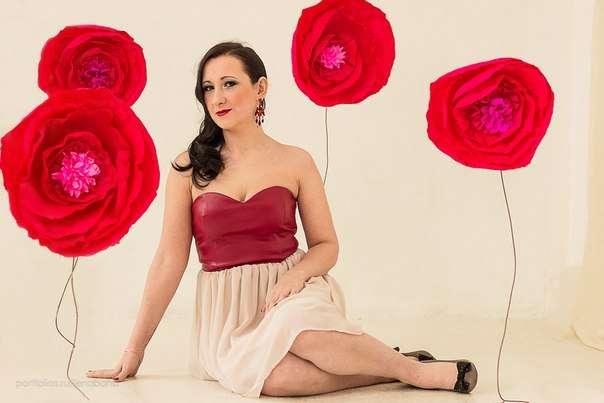"""Большие  цветы из бумаги были сделаны в нашей студии по заказу фотографа . В дальнейшем мы их использовали и в оформлениях свадеб, смотрятся они потрясающе! - фото 2927619 """"Фантазия"""" - творческая студия Марины Фоминой"""