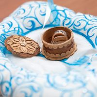 Резная берестяная шкатулка для колец в русском стиле