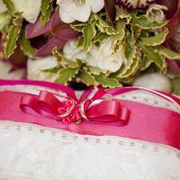 Подушечка для колец с розовым декором
